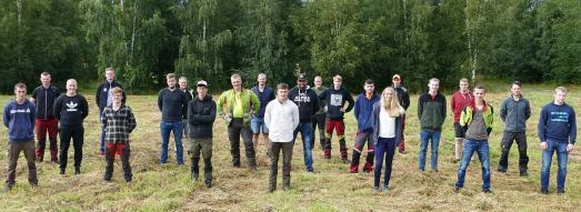 Die Forstwirt Auszubildenden der Süd-Betriebe legten am 15. Juli vor der Landwirtschaftskammer ihre Gesellenprüfung ab ©Rudolph / Landesforsten