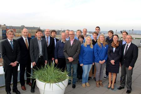 Ende November trafen sich an der Hochschule Osnabrück künftige EPV-Studierende, ihre Firmenbetreuer und Vertreter der regionalen Kammern mit Professoren des neuen Studiengangs