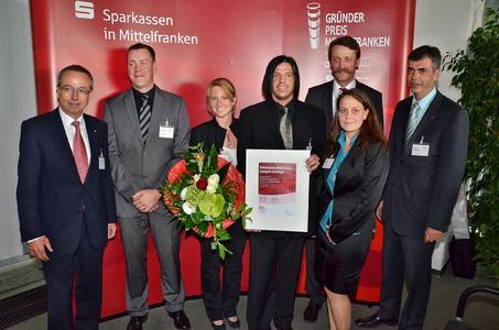 """""""Aufsteiger"""" Walter Meyer (Mitte), Geschäftsführer der Onlineprinters GmbH erhält den Gründerpreis Mittelfranken 2011"""
