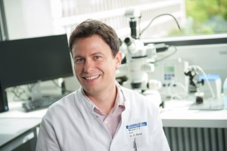 PD Dr. med. Benjamin Meder im Labor am Universitätsklinikum Heidelberg / Foto: Deutsches Zentrum für Herz-Kreislauf-Forschung (DZHK)