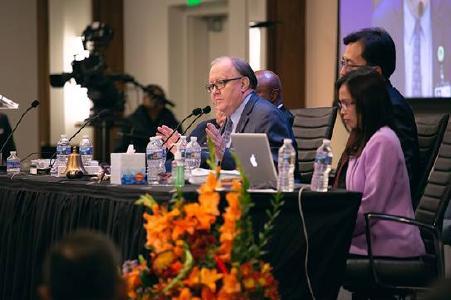 Dan Jackson (Bildmitte) bei der NAD-Sitzung / © Foto: Pieter Damsteegt/Adventist Review