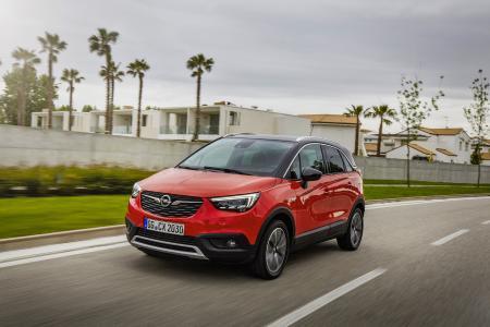 Mehr Sicherheit: Der Opel Crossland X ist ab sofort mit einem zusätzlichen Angebot an Fahrerassistenz-Systemen erhältlich. Diese helfen dabei, Auffahrunfälle zu vermeiden und die Müdigkeit des Fahrers zu erkennen