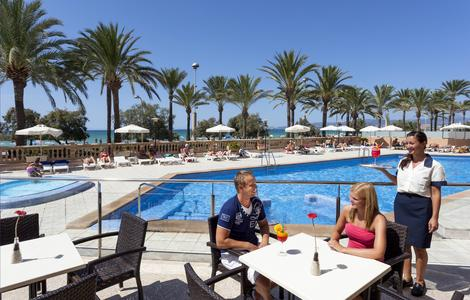 Das Hotel Pil-Lari Playa direkt an der Playa de Palma im Süden Mallorcas ist das neunte allsun hotel auf der Insel. allsun hotels gehören zur alltours Unternehmensgruppe / Foto: allsun