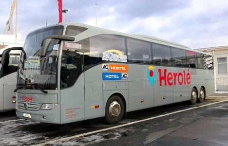 HEROLÉ-Bus mit Partnerbeklebung Klühspies