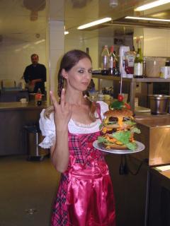 Nur bei Goldschmitts - Der Weltrekord Burger im XXL Format