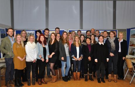 Architekturstudierenden mit Vertretungen aus der Bauherrschaft anlässlich der Präsentation. FH Lübeck