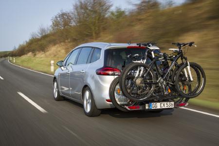 Erste Wahl für den aktiven Familienurlaub: Der Opel Zafira bietet viel Platz für Passagiere und Gepäck. Und dank dem integrierten FlexFix-Heckträger gehen bis zu vier Fahrräder mit auf die Reise
