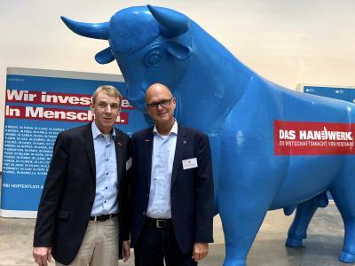 Präsident Harald Herrmann (links) und Hauptgeschäftsführer Dr. Joachim Eisert von der Handwerkskammer Reutlingen