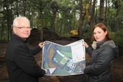 Friedhelm Egbert (Sasse) und Manuela Monzka (Naturschutzstiftung Grafschaft Bentheim)