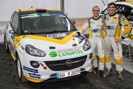 Hattrick geholt: Opel-Werkspilot Marijan Griebel (27, Hahnweiler, rechts) und sein Co-Pilot Stefan Kopczyk sichern sich bei ihrem Heimspiel den dritten Klassensieg in Folge und machen damit das Triple bei der ADAC Rallye Deutschland perfekt