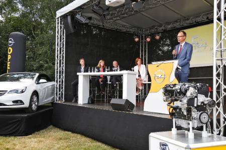 Opel Group-Finanzchef Michael Lohscheller hebt die Bedeutung des Standorts Kaiserslautern hervor: Das Werk sei ein wesentlicher Bestandteil der Produktoffensive. Deshalb bekräftigte Lohscheller auch die Investitionszusagen