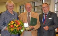 Von links nach rechts: Monika Buchalik, Vizepräsidentin der Landesärztekammer Hessen (LÄKH); Dr. med. Harald Wirth; Dr. med. Edgar Pinkowski, Präsident der LÄKH (Fotonachweis: Alla Soumm)