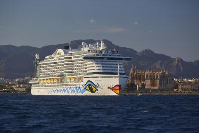 AIDAperla ist exakt 300 Meter lang und startet ab März 2018 von Hamburg aus zu siebentägigen Rundreisen zu einigen der schönsten Destinationen Westeuropas wie Southampton, Le Havre, Zeebrügge oder Rotterdam. Foto: AIDA Cruises