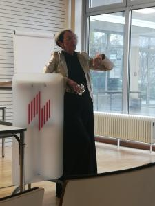 Prof. Dr. Beate Kremin-Buch bei ihrer Abschiedsvorlesung im Wintersemester 2019/2020 (Bild: FB I/ HWG LU)