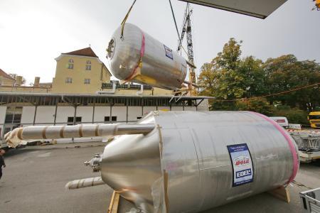 Anlieferung Gär- und Lagertanks