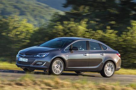 Zum Moskauer Internationalen Automobilsalon (MIAS) am 29. August präsentiert Opel die neue sportlich-elegante Astra Limousine. Mit den typischen Astra-Stärken, zu der fortschrittliche Technologien genauso gehören wie die ausgezeichnete Qualität, ist die neue Astra Limousine eine elegante und erschwingliche Alternative für Kunden, die nach diesem Fahrzeugtyp normalerweise in der Mittelklasse suchen