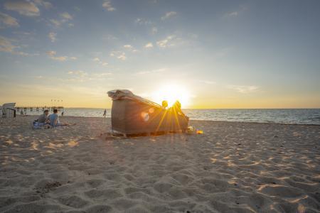 Eine Nacht am Strand - das ist an der Ostsee Schleswig-Holstein in über 20 Schlafstrandkörben möglich (Copyright: www.ostsee-schleswig-holstein.de / Oliver Franke)