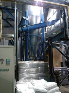 Trocknungsanlage, verpackte Veredelungsprodukte im Vordergrund