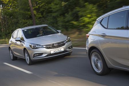 Abstandsanzeige: Mit Hilfe der Frontkamera scannt das System vorausfahrende Fahrzeuge und berechnet die Distanz zum eigenen Auto