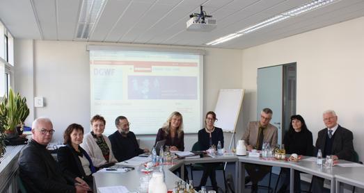Wiedergewählt:1. Vorsitzende Dr. Margot Klinkner (ZFH) (mitte li.) und Angelina Müller (Uni des Saarlandes) (mitte re.) der DGWF Landesgruppe RLP und Saarland, Foto: ZFH