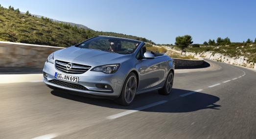 Traumschiff: Das Opel Cascada 2.0 CDTI Cabrio mit dem Vierzylinder-Diesel aus Kaiserslautern (125 kW/170 PS, Verbrauch im kombinierten NEFZ-Zyklus 4,9 Liter Diesel/129 g/km CO2, Effizienzlasse A) / Foto: Adam Opel AG