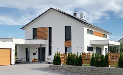 Beim WeberHaus Traumhauspreis wurden rund 170 Häuser eingereicht. Nun stehen die fünf Gewinner fest. Familie Meinert kann sich über den Hauptgewinn, einen Weber Gasgrill, freuen