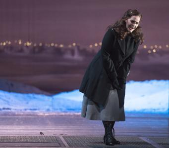 Szenenfoto mit der Sopranistin Jessica Muirhead als Mimì (Foto: Saad Hamza)