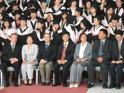 7und Studiengangsleiter Prof. Helmut Schwägermann (untere Reihe, links aussen)