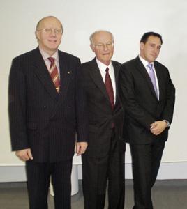 von links: Manfred Neumeier, Geschäftsführer des BWV Nordbayern-Thüringen, Studienleiter Prof. Dr. Peter Pralle und Michael Vitzthum (Foto: uniVersa)