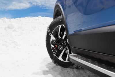 Beste Voraussetzungen für die Tour in den Skiurlaub: Für den Crossland X bietet Opel Original-Winterkompletträder und passgenaue Schneeketten an