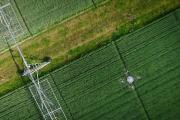 Eine Drohne überfliegt die Versuchsflächen des ZALF / Quelle: Jarno Müller / ZALF