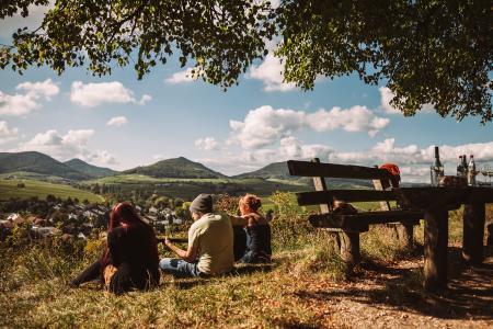 """Blick von der Kleinen Kalmit (Naturschutzgebiet) zum Pfälzerwald. Eine Urlaubsregion will """"Nachhaltiges Reiseziel werden"""""""