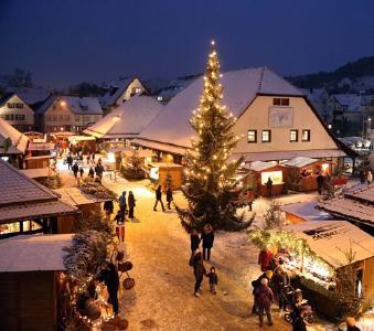 Broschüren Titel, Weihnachtsdorf Metzingen (Fotograf: Thomas Kiehl)