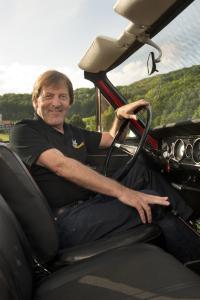 Markenbotschafter: Am Nürburgring wird Ex-DTM-Pilot Jockel Winkelhock den Cliff-Calibra über die Grand Prix-Strecke scheuchen / Foto: Adam Opel AG