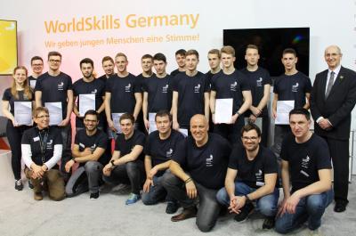Alle teilnehmenden Teams und ihre Trainer / Jurymitglieder der Deutschen Meisterschaft