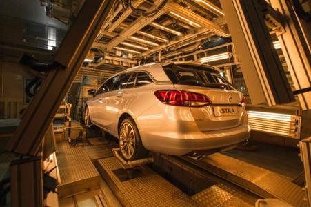 Hot, hotter, heat test bench: All components of the new Opel Astra Sports Tourer have to be able to withstand extreme heat