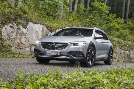 Opel-Flaggschiff im Offroad-Look mit Top-Lichttechnologie: Der neue Opel Insignia Country Tourer sorgt mit dem blendfreien intelligenten IntelliLux LED® Matrix-Licht allzeit für beste Sicht