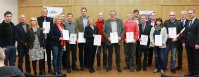 Alle erfolgreichen Teilnehmer mit ihren Urkunden beim abschließenden Gruppenfoto / Foto: Gaby Richter