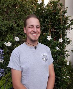 Foto (Grünflächenamt Stadt Coburg): Luis Jako Carl, Auszubildender beim Grünflächenamt der Stadt Coburg, erzielte die besten Noten bei den Landschaftsgärtner-Abschlussprüfungen in Oberfranken.