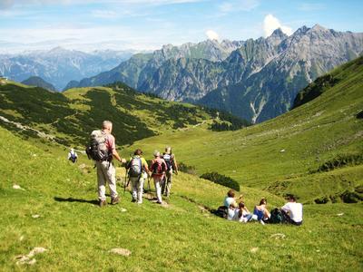 Das Wandern ist des Urlaubers Lust - alltours bietet im Sommer Wanderangebote für alle Zielgruppen an