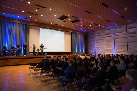 """Die Band """"Newmanation"""" sorgte für eine stimmungsvolle Atmosphäre bei der Verleihung der Landesstipendien an der Hochschule Osnabrück / Foto: Swaantje Hehmann"""