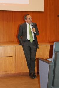Wissenschaftsminister Prof. Dr. Konrad Wolf bei der anschließenden Diskussion mit dem Publikum