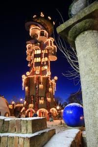 """Der """"Kuchlbauer-Turm"""" als Weihnachts-Wunderland aus 1001 Nacht mitten in Niederbayern. Foto: obx-news/Brauerei zum Kuchlbauer GmbH & Co KG, Abensberg"""