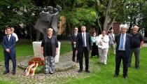 Kranzniederlegung zum Gedenktag für die Opfer von Flucht und Vertreibung am 20.Juni 2020 am Denkmal für die Opfer von Flucht und Vertreibung beim Kursaal in Stuttgart-Bad Cannstatt