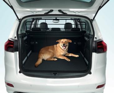 Sichere Sache: Maßgeschneidertes, stabiles Hundeschutzgitter zwischen Fahrgast- und Laderaum für den neuen Opel Zafira