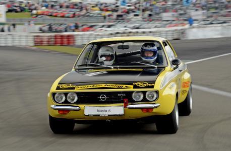 Am Steuer Walter Röhrl: Opel lässt die Tourenwagen von Manta A (Foto) bis Astra TCR los / Foto: Adam Opel AG