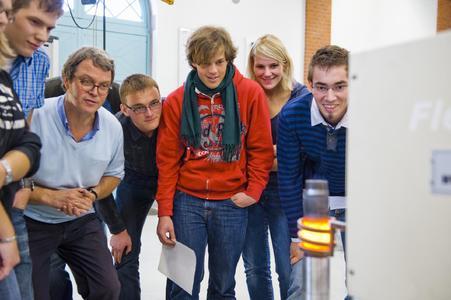 Praxisnähe und Spaß beim Studium: Seminare in Labors sind neben den Vorlesungen ein wichtiger Bestandteil des Maschinenbau-Studiums an der FH Osnabrück