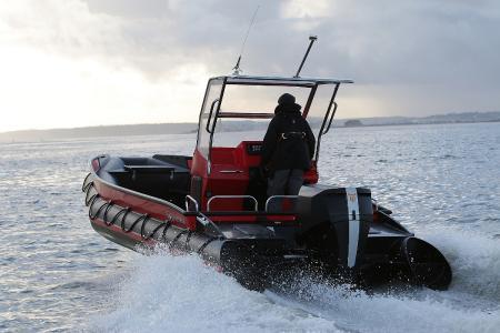 In nördlichen Gewässern: Einer der ersten ausgelieferten OXE-Motoren arbeitet bereits zuverlässig auf einer schottischen Lachsfarm / Foto: Adam Opel AG