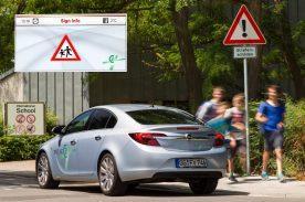 Unfallvermeidung vor Schulen: Mit Car2X-Technologie werden Warnschilder ins Fahrzeug übertragen und angezeigt