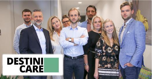 Auf dem Bild von links nach rechts: Fabian Kubacki : Key Account Manager; Maciej Bukowiecki : CEO, Co-Owner; Beata Bukowiecka: Co-Owner; Magdalena Jóźwiak: Manager; Maksymilian Bukowiecki: Sales Representative; Szymon Jóźwiak: COO; Beata Fr